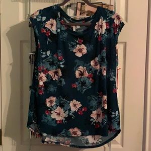 Lovely Elle top, New With Tags, size Large